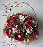 Букет из роз и конфет на новый год