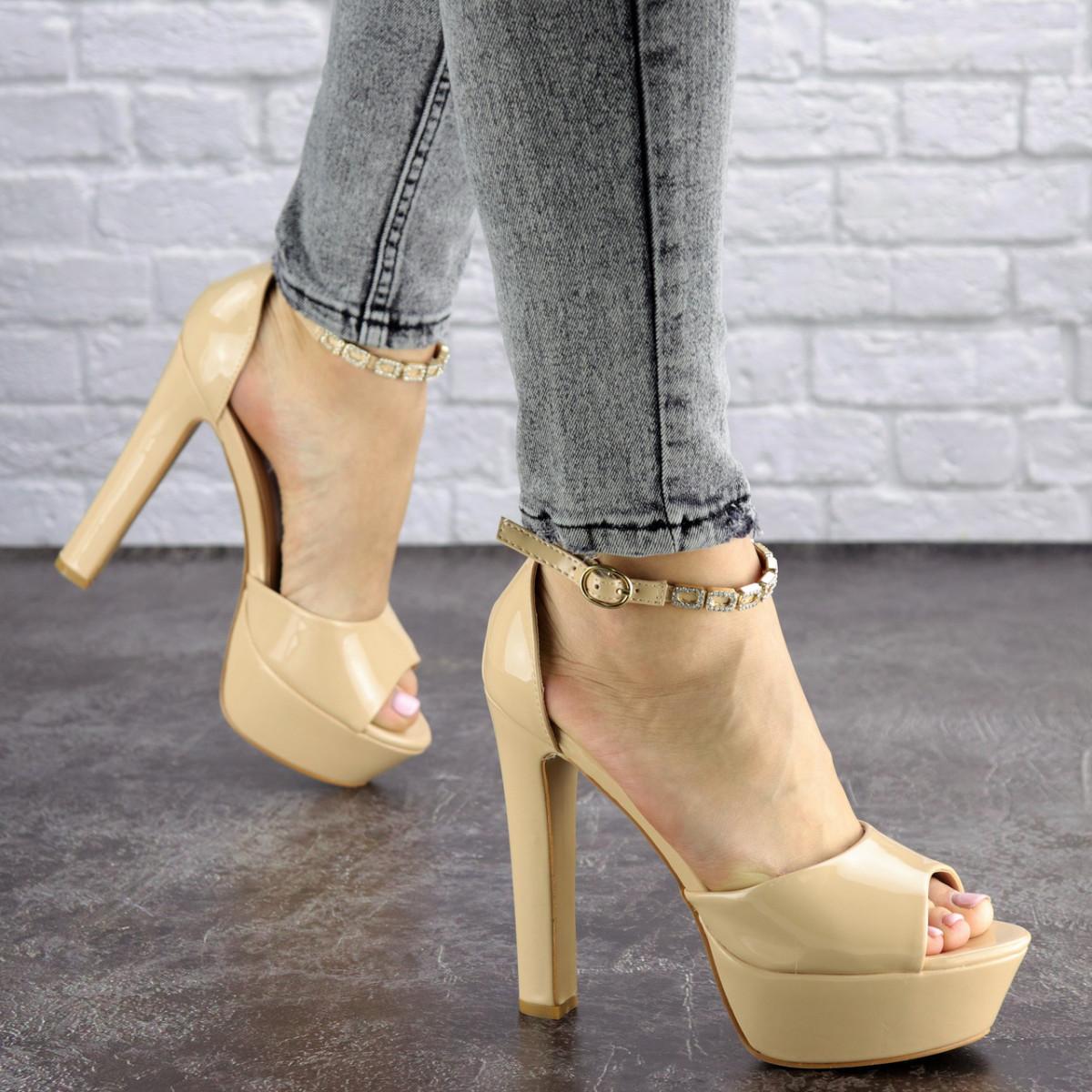Женские стильные босоножки Rosebud на каблуке 1124 (37 размер)