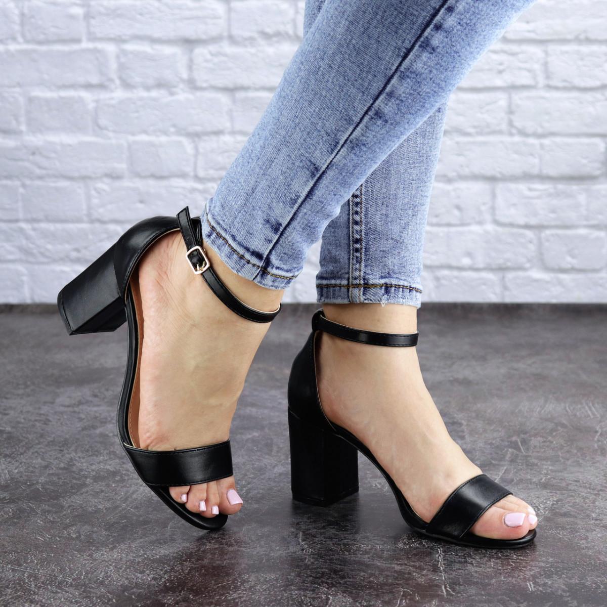 Женские босоножки на каблуке черные Hogie 1976 (39 размер)