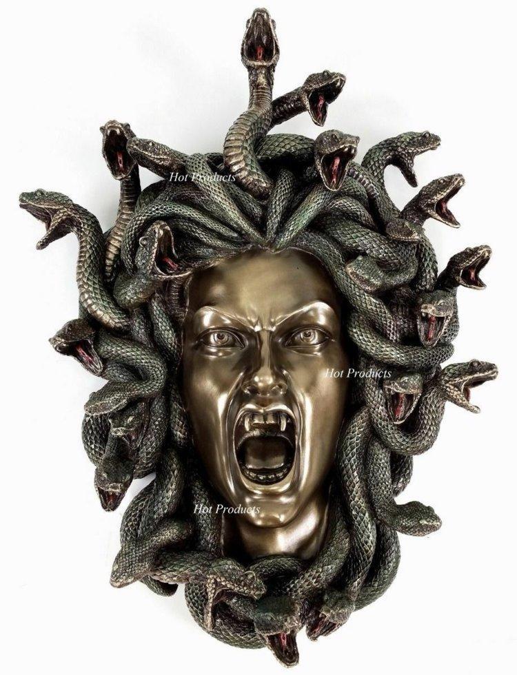 Голова Медузи Горгони.(Nemesis Now)