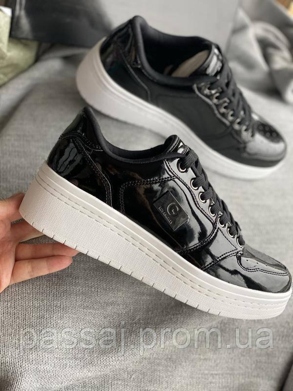 Черные лакированные кроссовки на танкетке деми g by guess оригинал