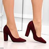 Стильные молодежные бордовые женские замшевые туфли на устойчивом каблуке, фото 4