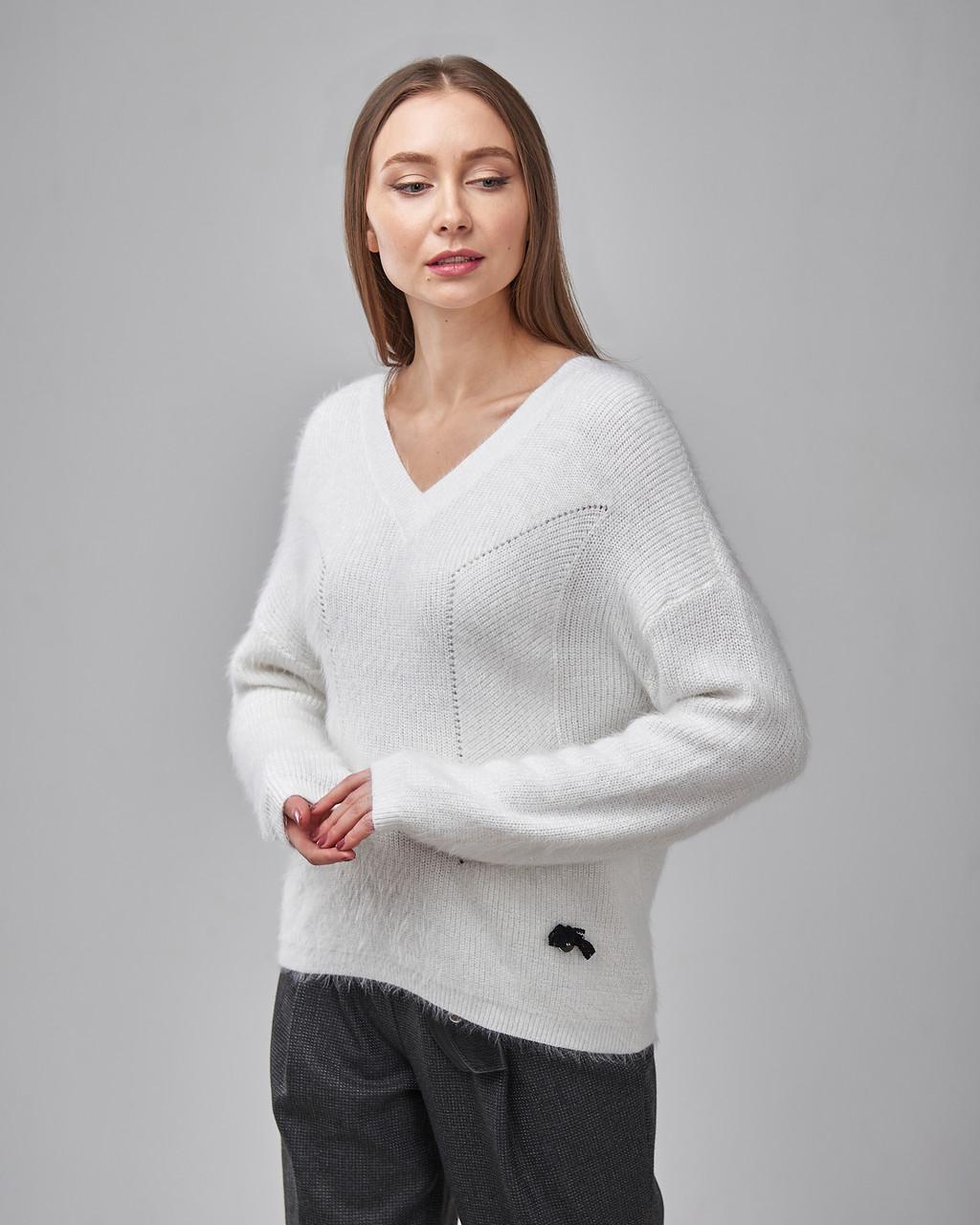 Женский свитер белого цвета Serianno. Турция