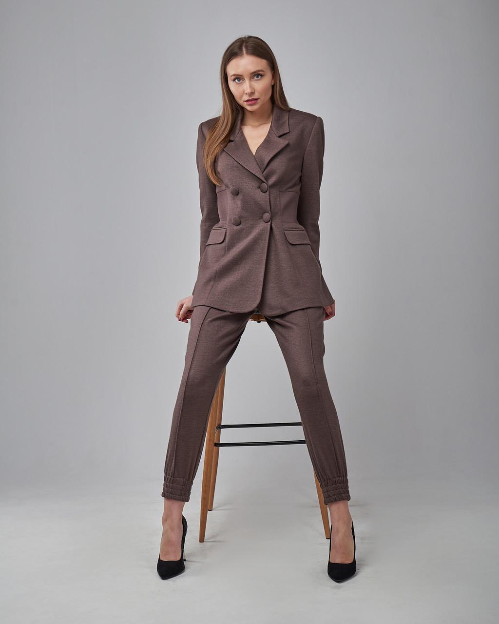 Брючный женский костюм: жакет, брюки