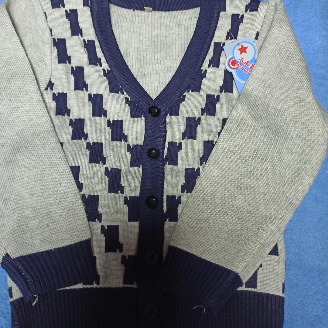 Джемпер модный красивый нарядный стильный серого цвета на пуговицах для мальчика.