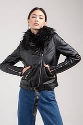 Утеплена жіноча коротка куртка-косуха з поясом і хутром на комірі в 4 розмірах: S, M, L, XL.