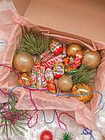 Новогодний подарочный набор с игрушками на елку и сладостями