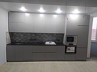 Кухня серая с чёрной столешницей, фото 1
