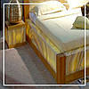 Кровать и тумбы с оникса с подсветкой.