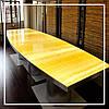 Стол из желтого оникса с подсветкой.