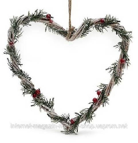 Подвеска Сердце из лозы с хвоей и ягодами