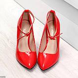 Эффектные нарядные яркие лаковые красные туфли на каблуке, фото 6