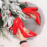 Эффектные нарядные яркие лаковые красные туфли на каблуке, фото 8