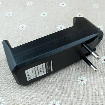 Универсальное одноместное зарядное устройство