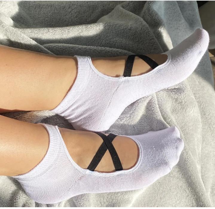 Носки демисезонные для йоги с силиконовой подошвой Neseli Yoga 7373 белые 20033972