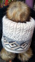 Женская шапка с тремя бубонами