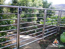 Калитки и ворота, заборы из нержавейки для домашнего сада