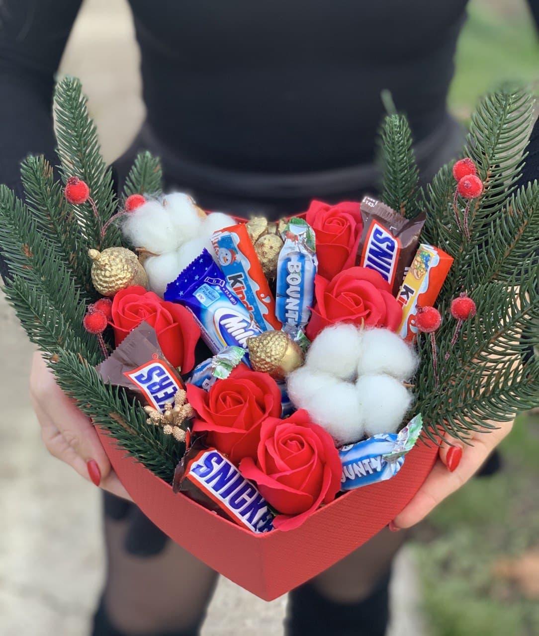 Букет из мыла со сладостями ручной работы