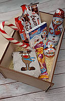 Подарочный набор сладостей в деревянной коробке (сладкие новогодние и рождественские наборы)