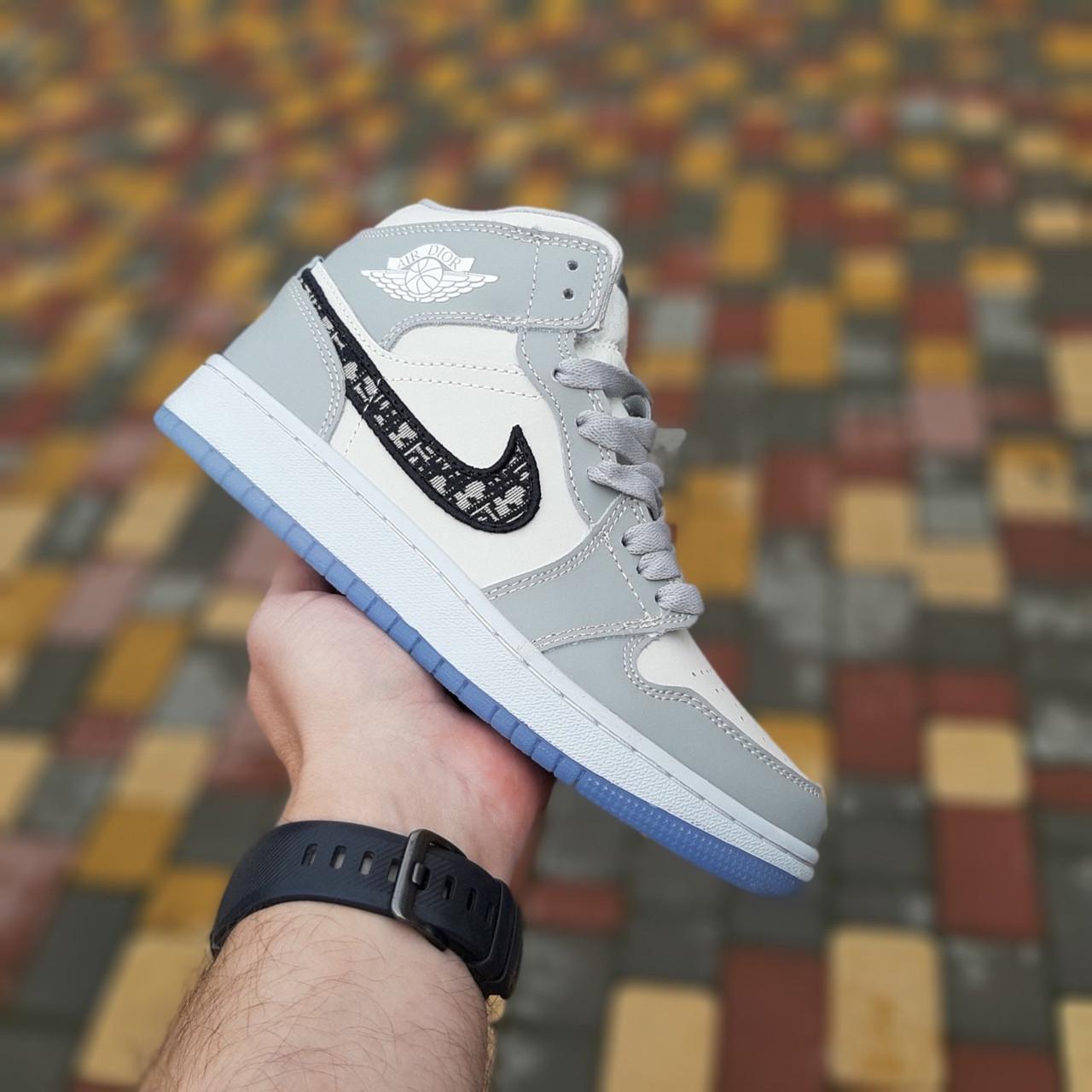 Мужские кроссовки Nike Air Jordan 1 Retro High Dior (бело-серые) 10336