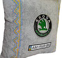 Подушка декоративная  в авто с логотипом Skoda шкода