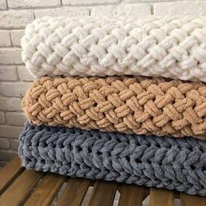 Пледы, коврики, вязанные корзинки