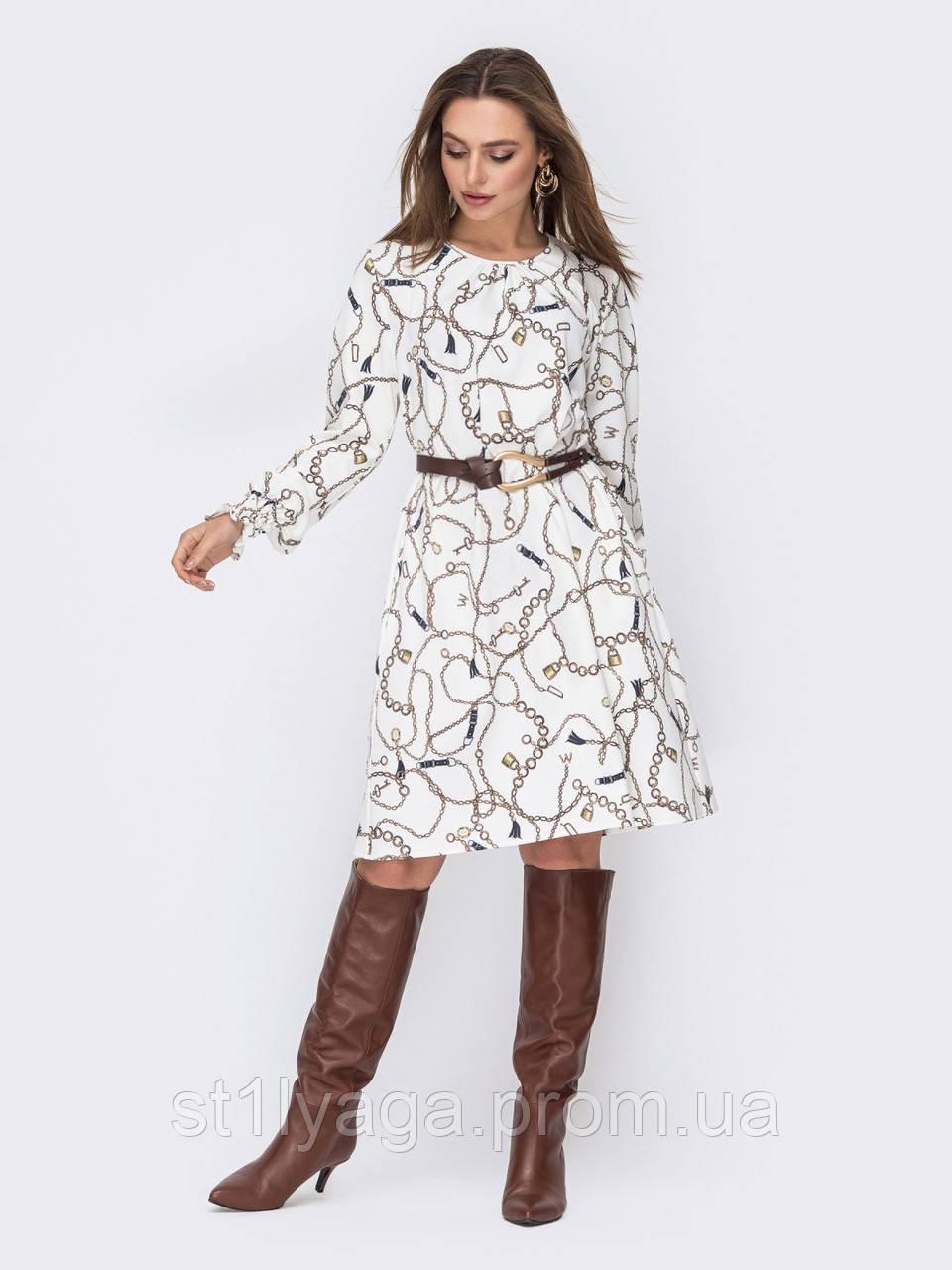 Трикотажна сукня-трапеція біле з принтом ланцюга