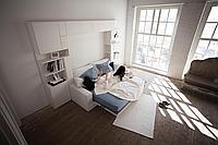 Подьемная кровать,встроенная в шкаф у гостиную комнату
