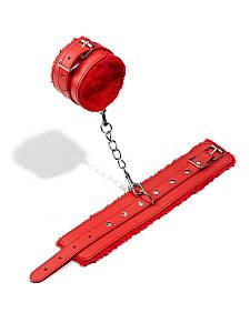Наручники-кандалы БДСМ для секс игр из экокожи с мехом красного цвета