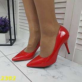 Туфли лодочки на низком каблуке красные