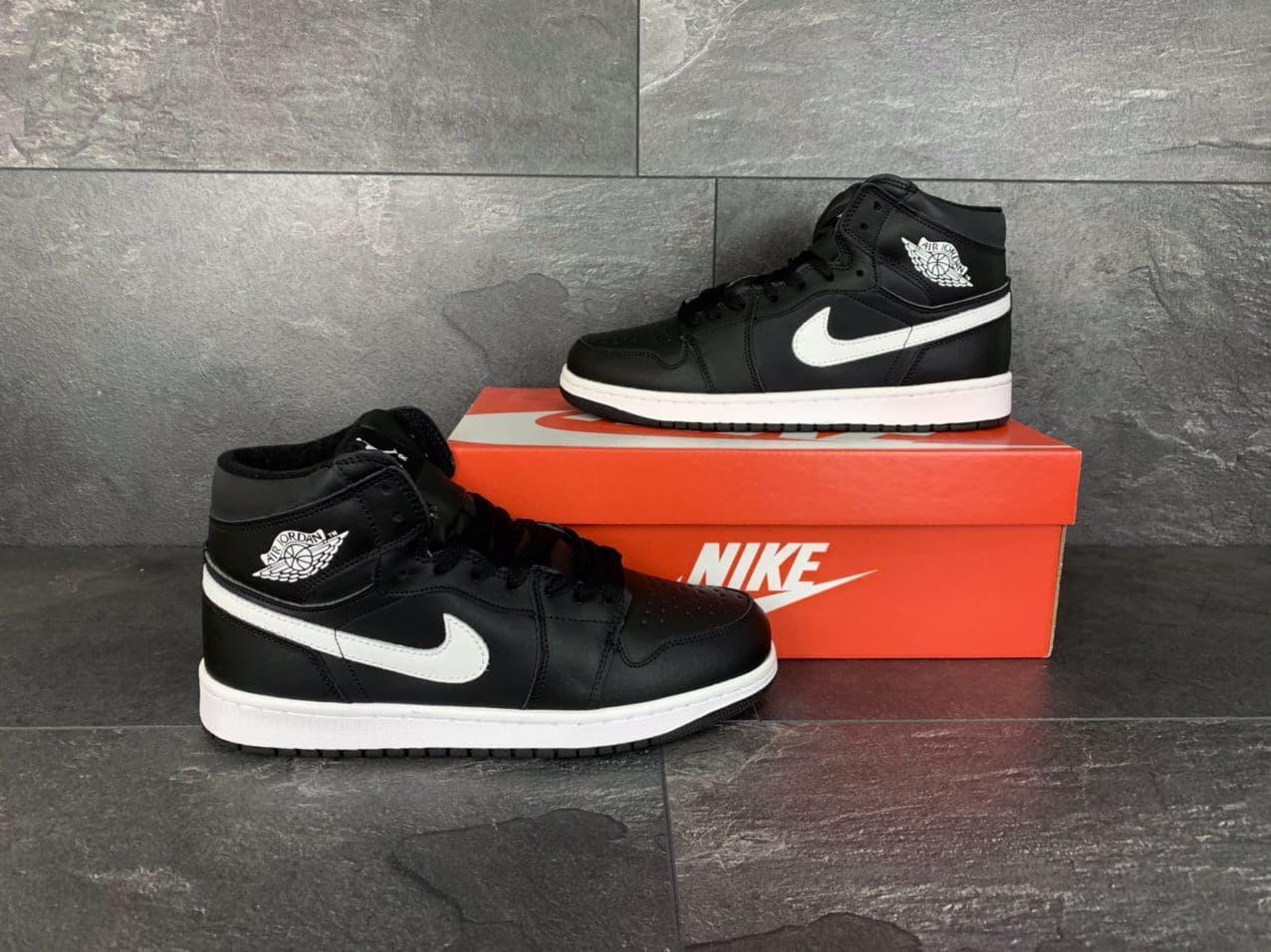 Кросівки чоловічі в стилі Nike Air Jordan 1 Retro чорно білі ( зима )