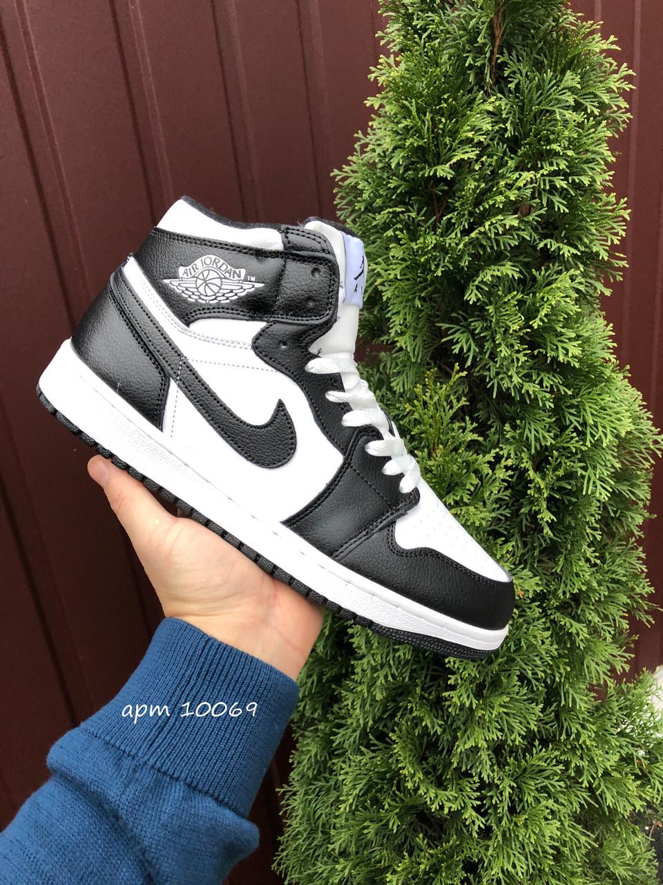 Кросівки чоловічі в стилі Nike Air Jordan 1 Retro білі з чорним( зима )
