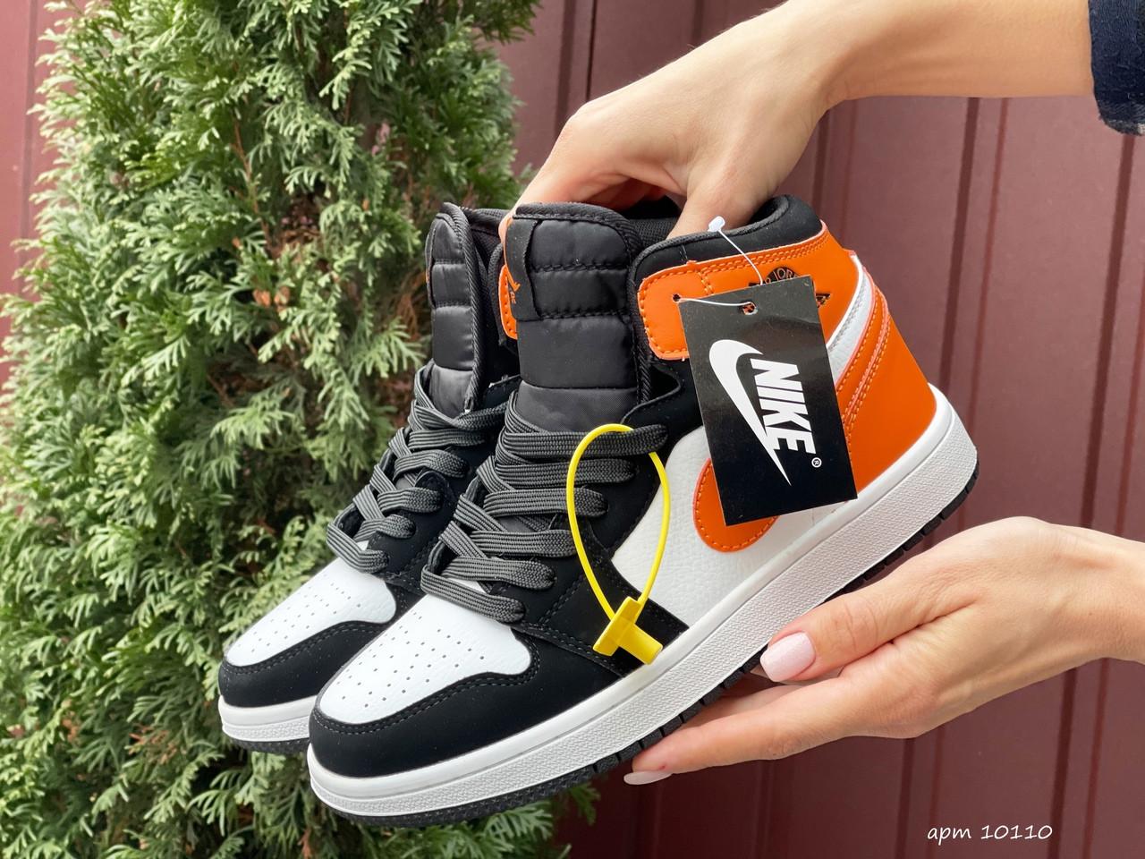 Кросівки жіночі в стилі Nike Air Jordan 1 Retro білі з помаранчевим