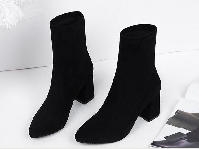 Женские ботинки. Модель 8330