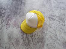 Желтая кепка тракер с белой лобовой частью