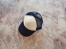 Темно-синяя кепка тракер с белой лобной частью
