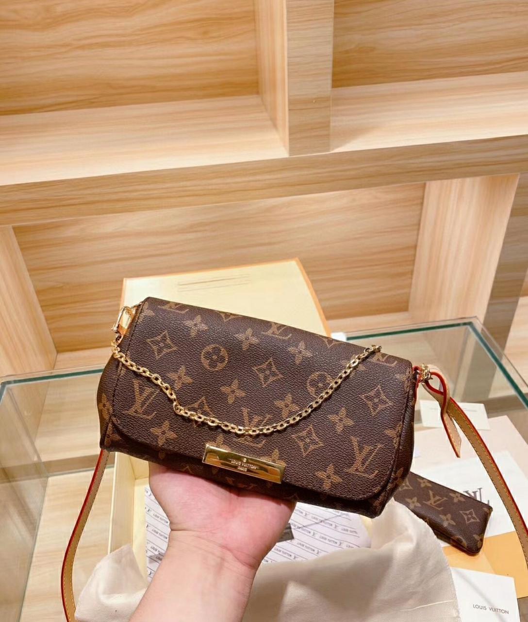 Женская сумка клатч Луи Виттон Favorite Monogram