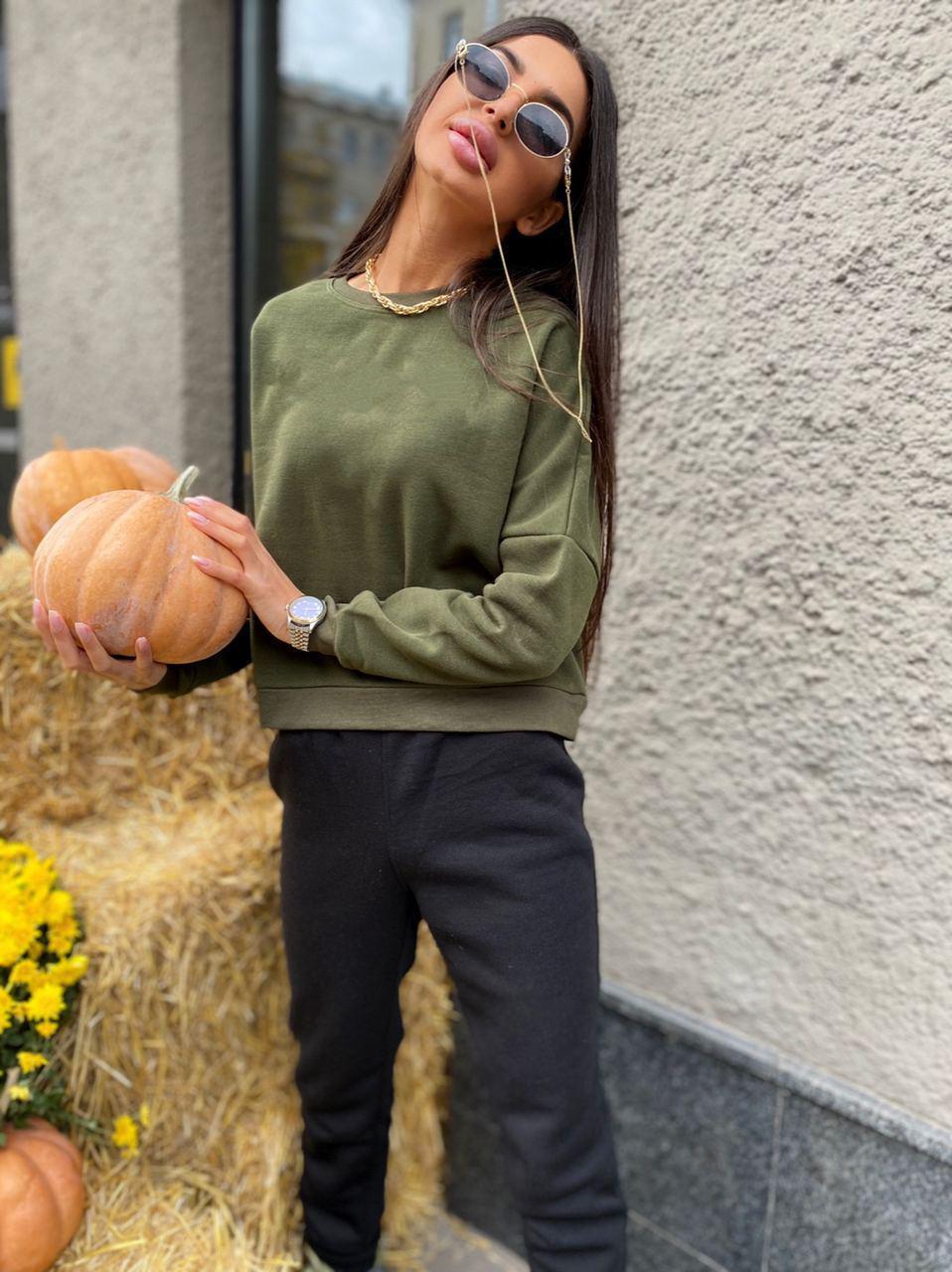 Хит сезона- костюм с укороченным свитшотом и модными рукавами   Guacamole