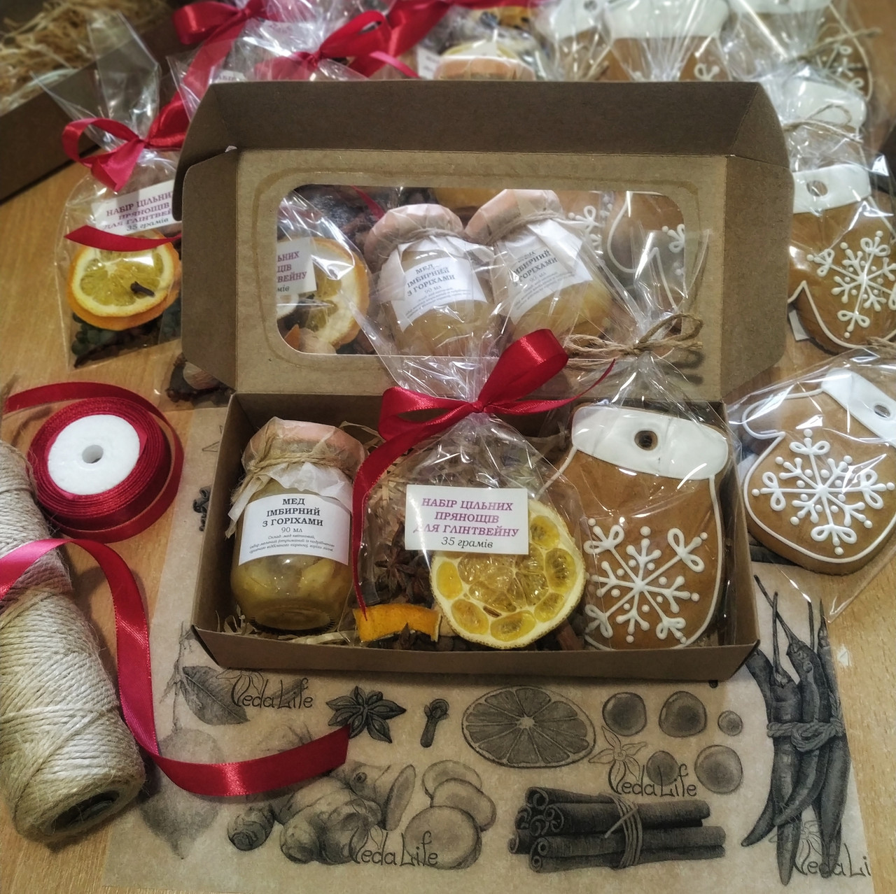 """Подарочный набор """"Николайчик"""": имбирный мёд с лесными орехами, расписной пряник, специи для Глинтвейна"""