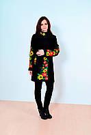 Красивое кашемировое пальто черного цвета украшено вышитыми цветами