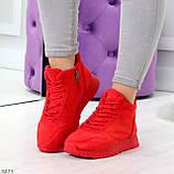 Яркие высокие замшевые красные женские кроссовки на молнии, фото 8