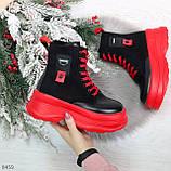 Яркие черные красные демисезонные женские ботинки декор цветная шнуровка, фото 7