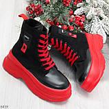 Яркие черные красные демисезонные женские ботинки декор цветная шнуровка, фото 10