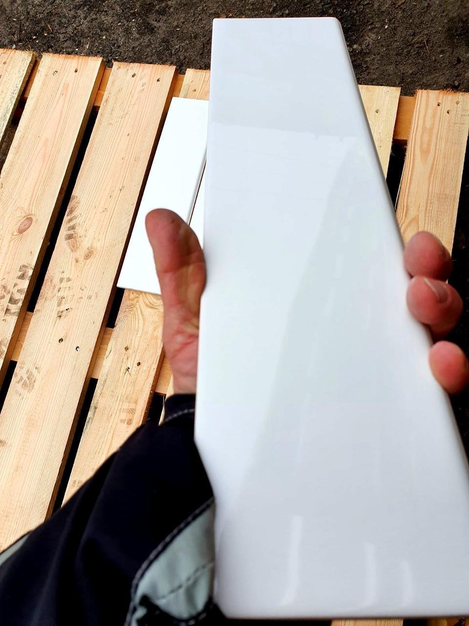 Плінтус керамічний для облицювання між підлогю та стіною 100х400мм Mono W