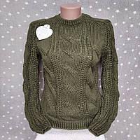 Стильный вязанный свитер с узором косичками