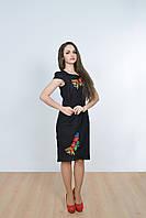 Модное женское платье в черном цвете с коротким рукавом декорировано вышивкой