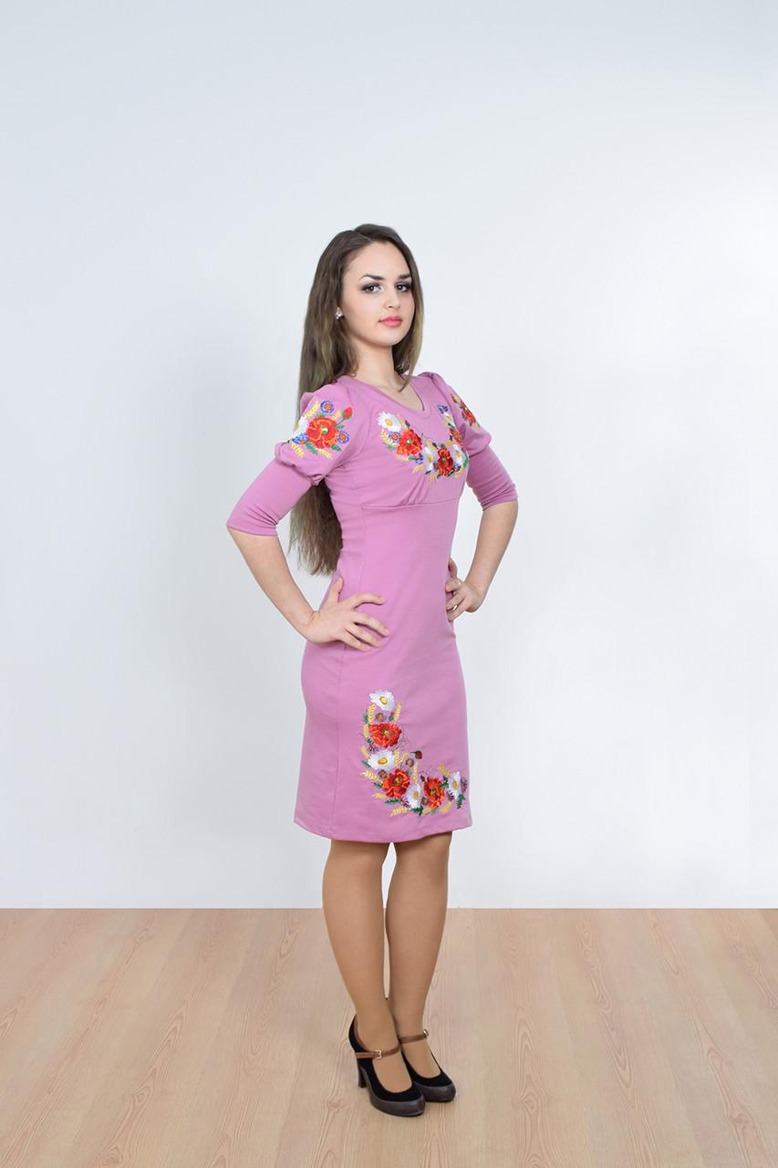 Яркое платье из качественного трикотажа украшено традиционной вышивкой маки