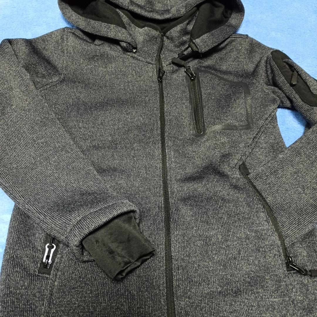 Толстовка модная нарядная красивая теплая стильная серого цвета с карманами и с капюшоном.