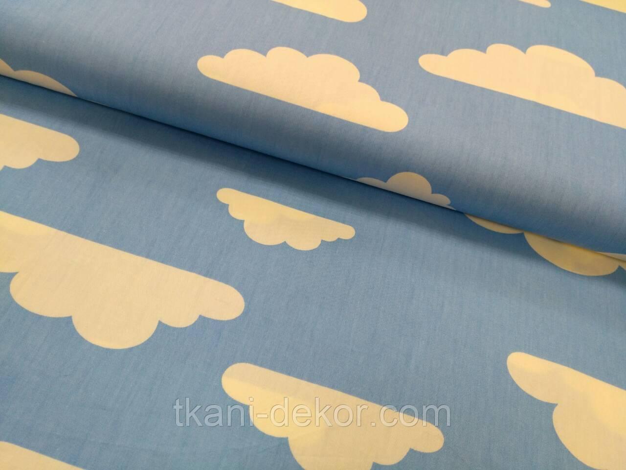 Сатин (хлопковая ткань) на голубом фоне белые тучки (мелкие точки изредка по ткани)