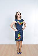 Стильное молодежное платье в коротким рукавом декорировано вышивкой с маками и подсолнухами